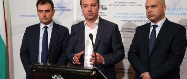 Стойнев: Защо отиващото си правителство дава на концесия печелившото летище?