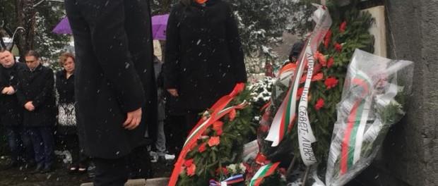 Кирил Добрев и Кристина Сидорова почетоха паметта на Апостола